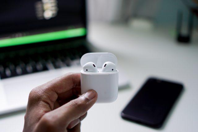 Apple 即將在10月底推出 AirPods 3?